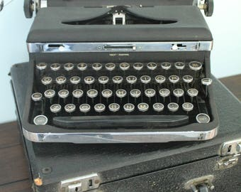 Gorgeous Rare Royal DeLuxe Vintage Typewriter - Chrome Detailing - Working Condition