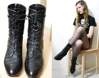 80s Vintage LEATHER Boots Witchy Granny Booties Hook Lace-up Black Ankle Shin Length Pointed Toe Goth Shoes Gothic Bohemian 1980s vtg Size 6