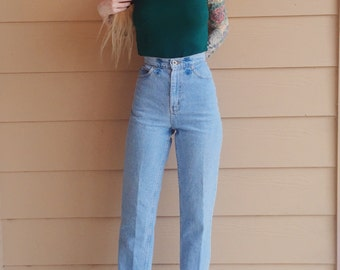 PERFECT FIT High Waisted Light Blue Denim Skinny Leg Mom Jeans // Women's size 25 26 Small S