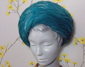Vintage 1960s Feather Hat Two Tone Blue Turquoise Feathers Vintage Toque Ocean Swirl Vintage 60s Mod Hat