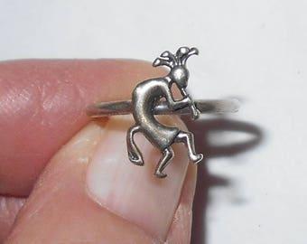 Kokopelli flute ring southwestern sterling silver 1970s vintage jewelry Size 4.5 pinky ring