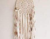 Wall hanging dreamcatcher, boho dream catcher, crochet doily, wall decor, bedroom, home decor, attrape rêves, pastel, cream, handmade, large