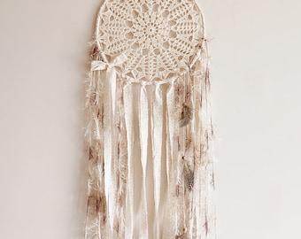 Wall hanging dreamcatcher, boho dream catcher, crochet doily, wall decor, bedroom, home decor, attrape rêves, pastel, cream, handmade, large