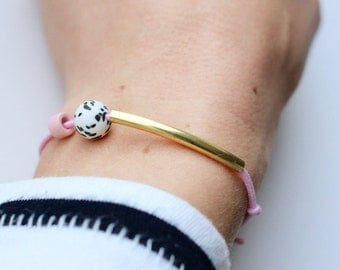 Brass & freckles: bracelet with brass tube and speckles / pastel neutral or with color picker