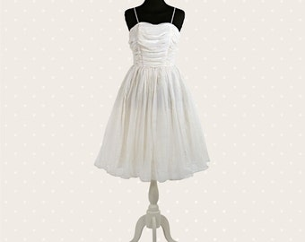 1950s Vintage wedding dress / Ivory with roses pattern