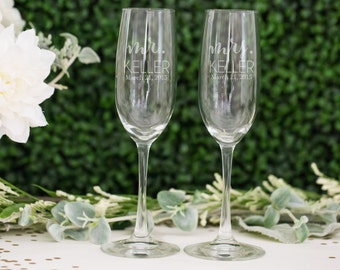 Personalized Couples Toasting Flutes - (Set of TWO) Custom Engraved Vina Toasting Glasses - Personalized Wedding Gift - Bride and Groom Gift