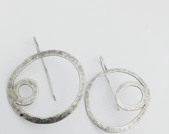 Sterling silver loop dee loop earrings. Lisa Colby Metalsmith (E262)