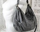 Edizione limitata, solo 2 pezzi. Wooly Lilidith è una borsa grigia in lana e ottimo cuoio nero italiano, morbida. Sacca capiente e leggera.