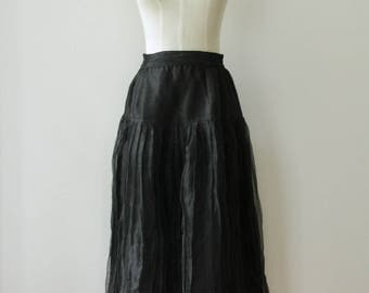 Black crinkled sheer pleat skirt. High waist skirt. Black pleated skirt. Sheer black skirt. Black distressed skirt. Pleated midi skirt. M