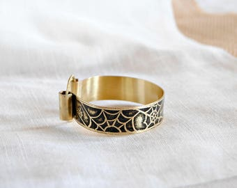 Engraved brass bracelet - Web