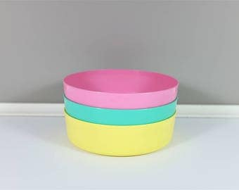 Vintage 70's Tupperware Set of 3 Wonder bowls pastel colors- Set of 3 Tupperware Wonder bowls: pink, yellow and aqua color