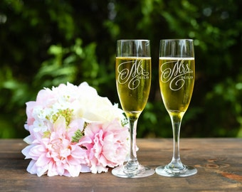 Mr and Mrs Toasting Flutes - Wedding Toasting Flutes - Champagne Flutes - Set of Two
