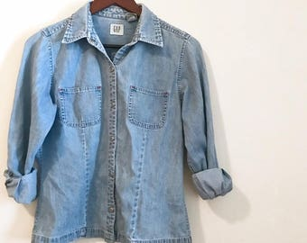 Vintage 90s Light Blue Denim Jean Chambray Collar Snap up GAP Top with Pockets