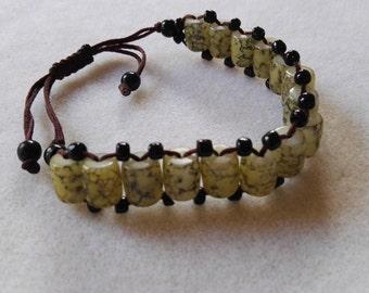 Beaded bracelet green black beads adjustable clasp