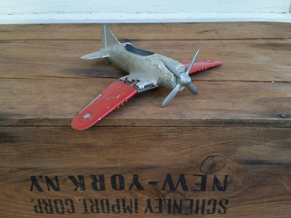 Hubley Kiddie Toy - Vintage Diecast Metal Plane #431   WWII U.S. Army Air Corps Fighter Plane   Collectible 1960's Red + Chrome Die Cast Toy