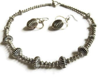 Silver Tone Ribbed Bead Necklace & Dangle Earrings Set Vintage Ridged Fluted