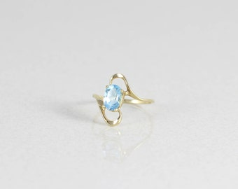 10k Yellow Gold  Blue Topaz Ring Size 5
