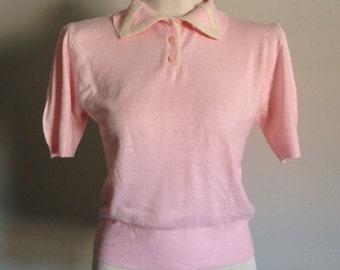 Vintage 1950s - light pink short sleeve collared sweater - size M medium