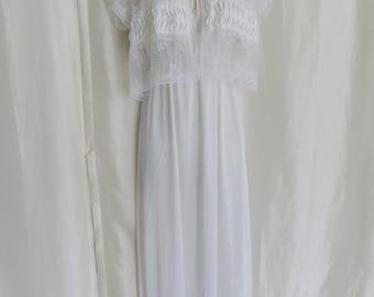 Vintage womens lingerie, 70s pegnoir set, white lace bridal honeymoon nightgown set, wedding shower gift