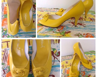 Fabulous late 70's/80's bright yellow peep toe leather pumps with bow detail/glamour/disco/shoesheels/Jane Debster Australian vintage