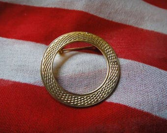 Vintage brooch pendant pin vintage jewelry gold tone round circle brooch pendant Pin