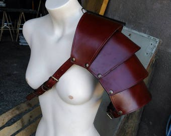 Shoulder strap of leather sheets