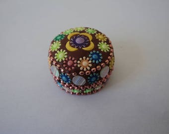 Vintage collectable metal and beads trinket /pill box (04330)
