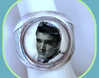 Elvis Winky &Dutch Ring