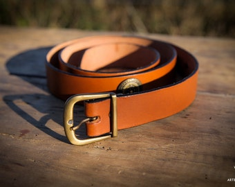 Brown leather belt metal motif