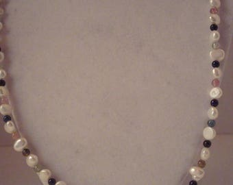 Vintage pearl necklace with 14 kt gold clasp