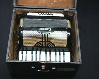 Vintage Italian Made Camenano 12 Bass Accordion in a Case as-is