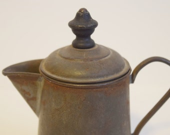 Mini kettle with wood topper