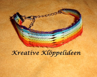 Hand gekloeppeltes bracelet in Rainbow colors