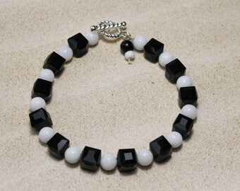Beaded Bracelet / Black and White Glass Beads