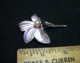 Enamel and Faux Pearl Flower Brooch(620)