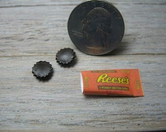 miniature 1/6 doll candy food playscale reeses cups easter chocolate blythe barbie dollhouse ruby red  ellemeno pukifee mui chan lati yellow