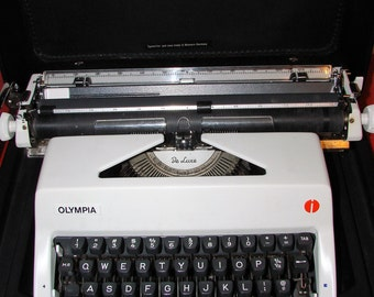 Mint 1970s Olympia Deluxe SM Portable Manual Typewriter w/ Case West Germany
