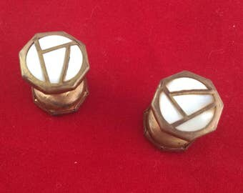 Cuff links spring loaded
