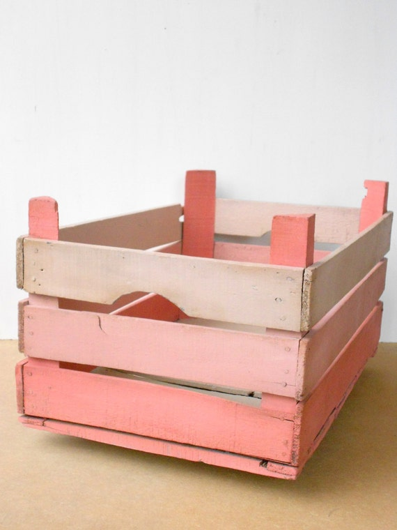 Wooden fruit box, pink-Vintage