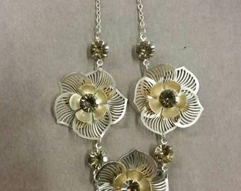 Yellow rhinestone flower necklace