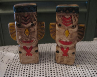 Salt and pepper shaker collector's item year 1980 Tiki totem