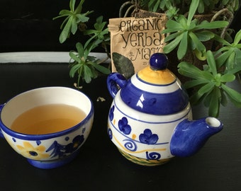 Beutiful hand painted tea kettles with cup!