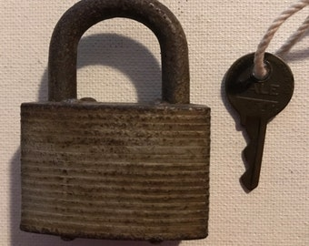 Vintage Yale Padlock w/ Working Key