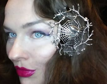 The spider's web branch haircomb in silver