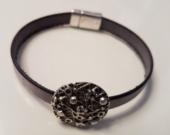Leather Bracelet with ZAMAK slider bead LB10-33