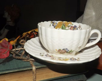 SET of 4 vintage (c.1940s) Spode Wicker Lane tea sets (flat cups w/matching saucers). Made in England.