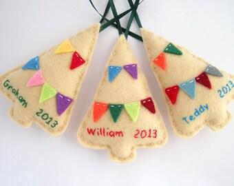 Personalisierte Schmuck, Filz Weihnachtsschmuck, benutzerdefinierte Familie Schmuck in Beige mit bunten Girlanden - drei 3er-Set