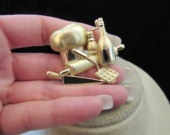 Vintage Signed AJC Goldtone Cooking Themed Pin