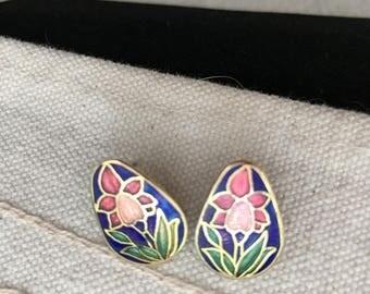 vintage cloisonne stud earrings, vintage stud earrings, cloisonné blue stud earrings, small cloisonné earrings, small stud earrings, E117