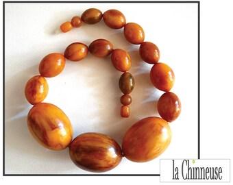 VINTAGE BAKELITE NECKLACE / Art deco Bakelite necklace.